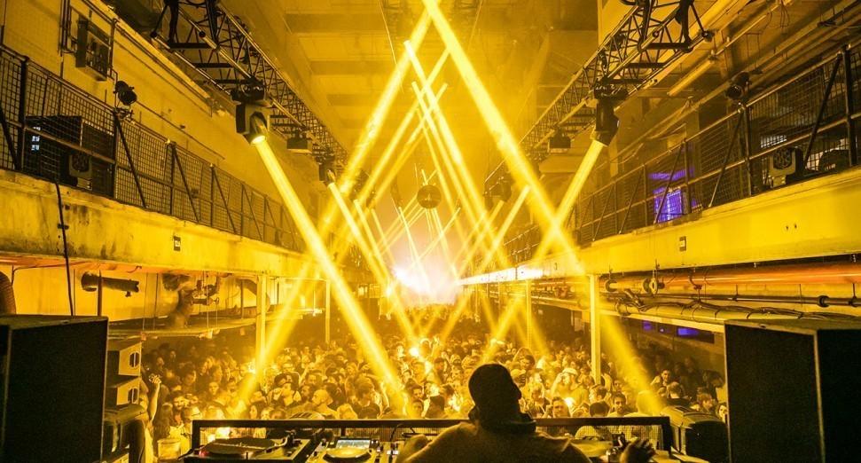 英国音乐行业发言人表示,在计划重新开放音乐场所之前必须继续支持现场音乐产业